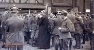 Il Cardinal Pacelli, Nunzio in Baviera, tra le truppe al fronte.