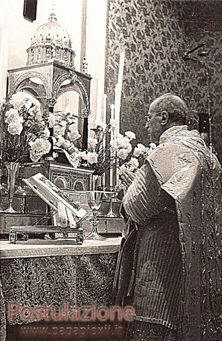 Messa nel tempo di Natale - Sul tabernacolo, una statua di Gesù Bambino