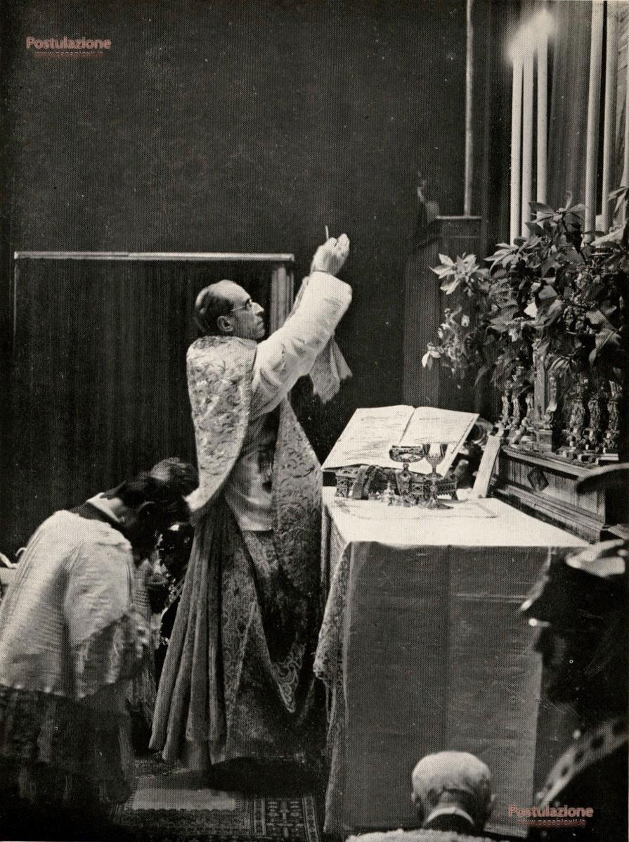 http://www.papapioxii.it/wp-content/uploads/2014/11/celebra-messa-di-mezzanotte-Natale.jpg